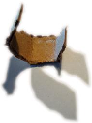 Papelão amassado com sombra de dois lados